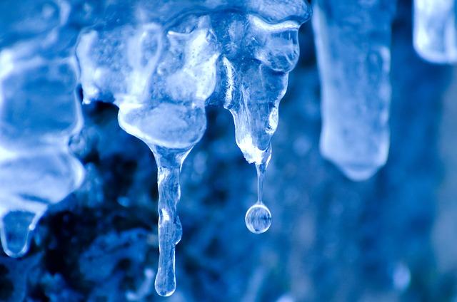 wintertime-164157_640